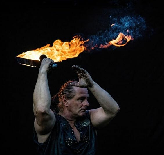 Mittelalter Feuershow Feuerschwert Rick on fire